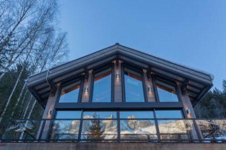 façade grande baie vitrée étage - Chalet-Dag par Chevalier Architectes - France