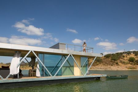 façade grande baie vitrée - floating-house par Friday - Portugal