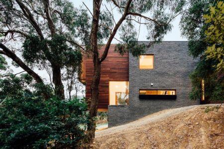 façade illuminée - Invermar House par Moloney Architects - Ballarat, Australie