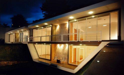 façade intérieure de nuit - Wa`atal House par Broissin Architects, Mexico City, Mexique