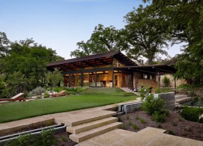 façade jadin - ranch contemporain  par Poet Interiors - Houston, Usa