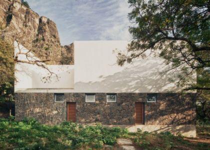 façade jardin - Casa-Meztitla par EDAA - Tepoztlan, Mexique