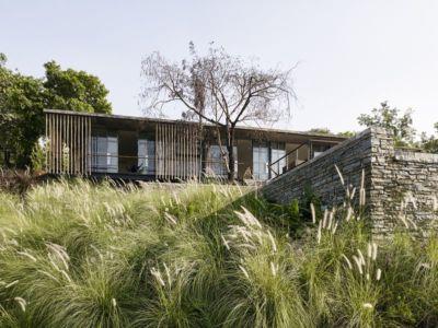 façade jardin - Riparian-House - Architecture Brio - Karjat, Inde