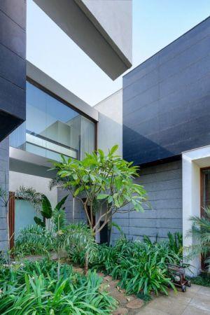 façade jardin cour intérieure - home-pool par DADA-&-Partners - New Delhi, Inde