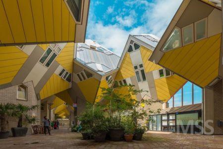 façade jardin & cour pavée - Cube-houses par Piet Blom - Rotterdam, Pays-Bas