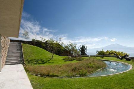 façade jardin & cours d'eau - case-del-lago par Juan Ignacio Castiello Arquitectos - San Juan Cosalá, Mexique