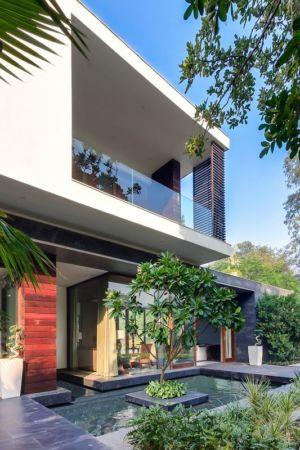 façade jardin & entrée - home-pool par DADA-&-Partners - New Delhi, Inde