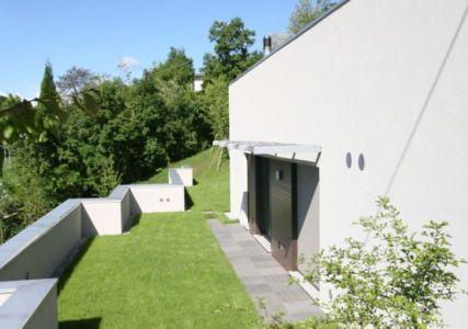 façade jardin & entrée - semi-ipogea-house par Dario Scanavacca - Marostica, Italie