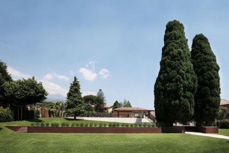 façade jardin arboisé - Sicillian-Farm-Renovation par ACA Amore Campione Architettura - Sicile, Italie