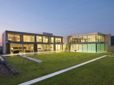 façade jardin illuminée - maison contemporaine par Luc Spits, Belgique