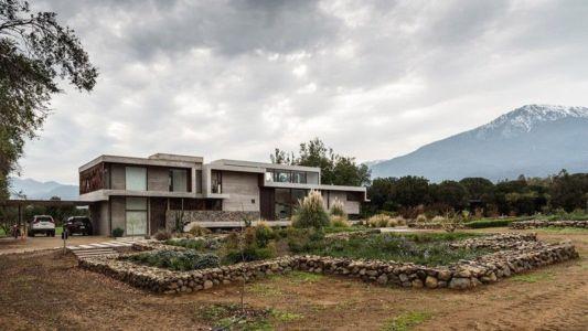façade jardin jour - Corredor House par Chauriye Stäger Architects - Santiago, Chili
