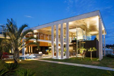 façade jardin nuit - Botucatu-House par FGMF Arquitetos - Botucatu, Brésil