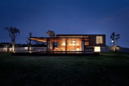 façade jardin nuit - KA-House par IDIN Architects - Pak Chong, Thaïlande