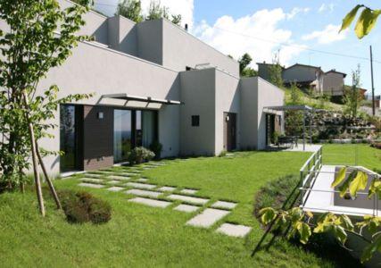 façade jardin - semi-ipogea-house par Dario Scanavacca - Marostica, Italie