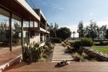 façade jardin & terrasse - Corredor House par Chauriye Stäger Architects - Santiago, Chili