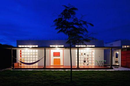 façade jardin & terrasse - Dom-Vicoso-House par Brasil Arquitetura - Dom Viçoso, Bresil