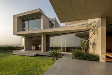 façade jardin & terrasse - House-Hillside par Benavides & Watmough arquitectos - Santiago, Pérou