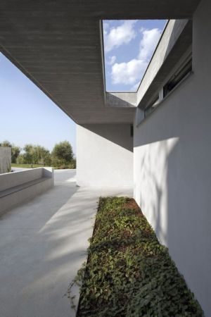façade mini jardin - Residenza Privata par Osa Architettura - Basilicata, Italie