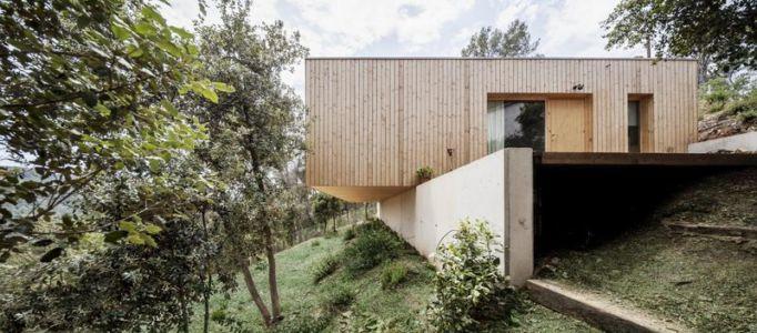 façade mur de soutènement - House LLP par Alventosa Morell Arquitectes - Collserola, Espagne