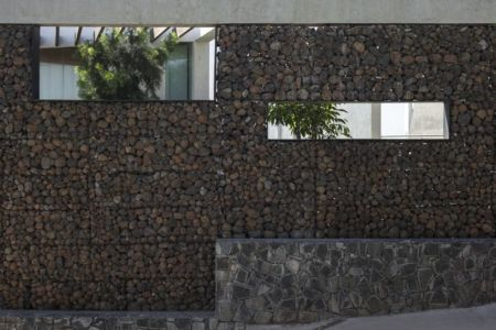 façade murale pierres - Alibaug-House par Malik Architecture - Maharashtra, Inde