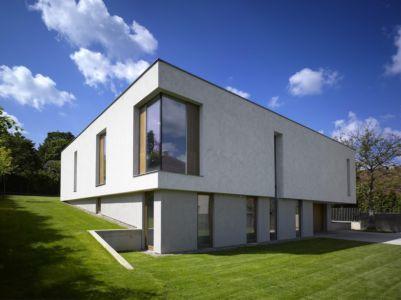 façade nord - maison contemporaine par  Jarousek Rochová Architekti - Republique Tchèque - photo Filip Slapal