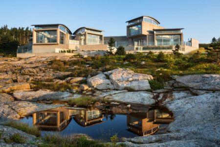 façade océan le soir - Nova Scotia House par Alexander Gorlin Architects - Ketch Harbour, Nouvelle-Écosse, Canada