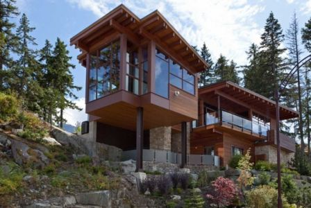 façade pente - Lakecrest Residence by aka Architecture + Design - Whistler, Canada
