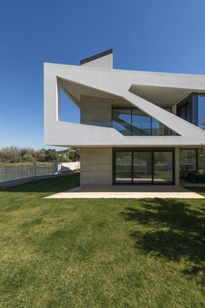 façade petite terrasse - Paradox house par Klab architecture - Athènes, Grèce