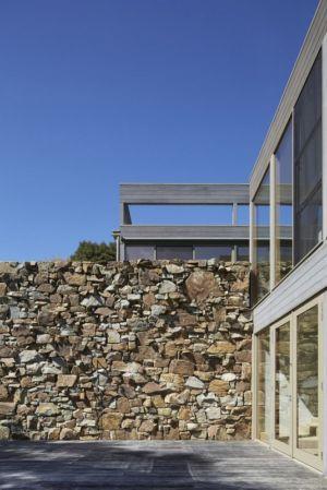 façade pierres & baie vitrée - maison contemporaine en bois par B.E ARCHITECTURE, Flinders, Australie