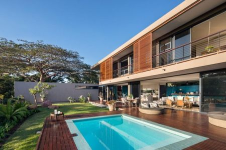 façade piscine - Aloe Ridge House par Metropole Architects - Kwa Zulu Natal, Afrique du Sud