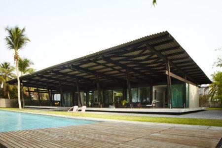 façade piscine - Bambou pavillion par Koffi Diabat architectes - Assinie-Mafia, Côte d'Ivoire