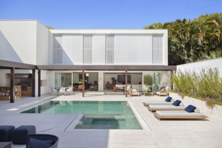 façade piscine - Brise House par Gisele Taranto Arquitetura - Rio de Janeiro, Brésil