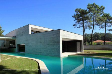 façade piscine - Cardio House par Caldeira Figueiredo Arquitectos - Portugal