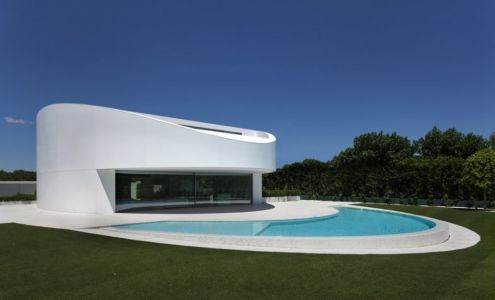 façade piscine - Casa Balint par Fran Silvestre Arquitectos - Valence, Espagne