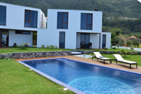 façade piscine - Casa do Miradouro par Dirck Mayer - Ponta Delgada, Madère, Portugal