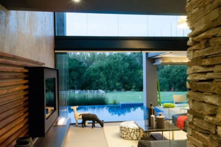 façade piscine - House-in-Blair-Atholl par Nico van der Meulen Architectes - Johannesburg, Afrique du Sud
