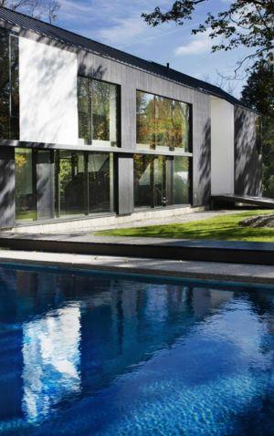 façade piscine - Private Residence St-Sauveur par Saucier + Perrotte architectes - Saint-Sauveur, Canada