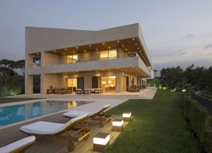 façade piscine - S House par Joe Ingea Architects - Liban
