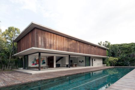 façade piscine - Swiss family house par Architectkidd - Bang Saray, Thaïlande
