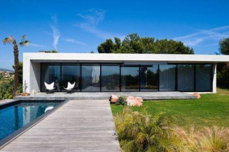 façade piscine - Villa Nalu par Pascal Goujon - Alpes-Maritimes, France