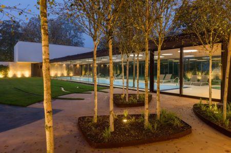 façade piscine couverte - Villa M par Oliver Grigic - Cepin, Croatie