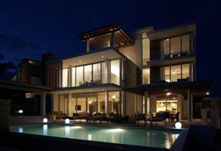 façade piscine de nuit - Ani Villas par Lee H. Skolnick Architecture - Anguilla