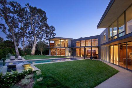 façade piscine de nuit - Chatauqua Residence par Studio William Hefner - Californie, Usa