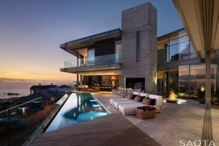 façade piscine de nuit - Clifton 2A par Saota - Le Cap, Afrique du Sud