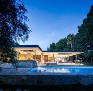façade piscine de nuit - Malibu Crest par Studio Bracket - Malibu, Usa