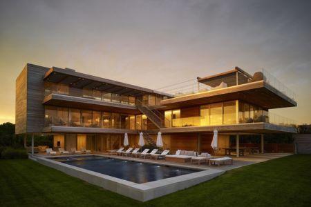 façade piscine de nuit - Ocean Deck House par Stelle Lomont Rouhani Architects - Bridgehampton, USA