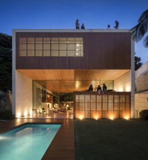 façade piscine de nuit - Tetris House par Studio mk27 - São Paulo, Brésil