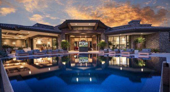 façade piscine de nuit - villa du desert par Tor Barstad -Scottsdale, Usa
