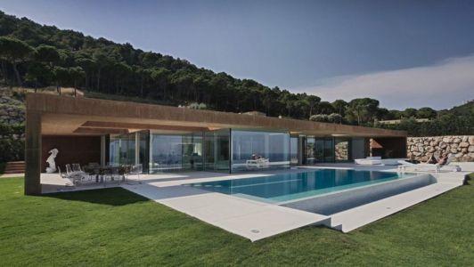 façade piscine - maison réhabilitée par MANO Arquitectura - Begur Espagne