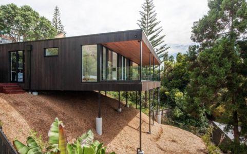 façade porte à faux - 25A Duncansby par Iconic Homes - Whangaparaoa, Nouvelle-Zélande